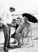 Some Like It Hot (1959)<br /> Behind the scenes photo of Marilyn Monroe<br /> *Filmstill - Editorial Use Only*<br /> CAP/KFS<br /> Image supplied by Capital Pictures
