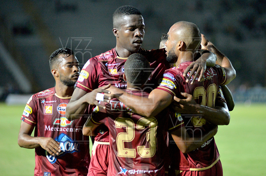 IBAGUE - COLOMBIA, 27-08-2018: Los jugadores de Deportes Tolima celebran el gol anotado a Deportivo Pasto, durante partido de la fecha 6 por la Liga Aguila II 2018 entre Deportes Tolima y Deportivo Pasto, jugado en el estadio Manuel Murillo Toro de la ciudad de Ibague. / The players of Deportes Tolima celebrate a scored goal to Deportivo Pasto during a match of the 6th date for the Aguila League II 2018, between Deportes Tolima and Deportivo Pasto,  played at Manuel Murillo Toro stadium in Ibague city. Photo: VizzorImage / Juan Carlos Escobar / Cont.