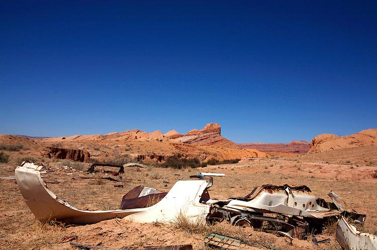 Toes mesa with car parts, Kayenta Arizona © Carli Davidson