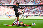 Saul Niguez Esclapez (r) of Atletico de Madrid battles for the ball with Jesus Navas Gonzalez of Sevilla FC during the La Liga 2017-18 match between Atletico de Madrid and Sevilla FC at the Wanda Metropolitano on 23 September 2017 in Madrid, Spain. Photo by Diego Gonzalez / Power Sport Images
