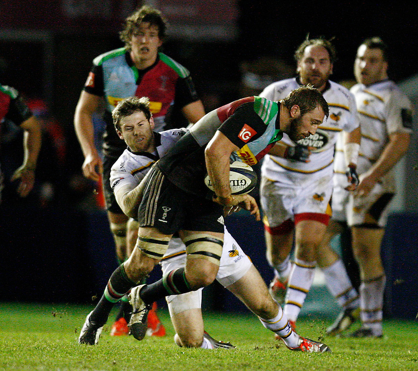 Photo: Richard Lane/Richard Lane Photography. Harlequins v Wasps.  European Rugby Champions Cup. 17/01/2015. Wasps' Elliot Daly tackles Quins' Chris Robshaw.