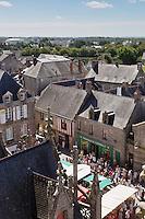 Europe/France/Pays de la Loire/44/Loire-Atlantique/Parc Naturel Régional de Brière/Guérande: Vue  sur le Marché, place Saint-Aubin, et les toits de la ville close, depuis le clocher de la Collégiale Saint-Aubin