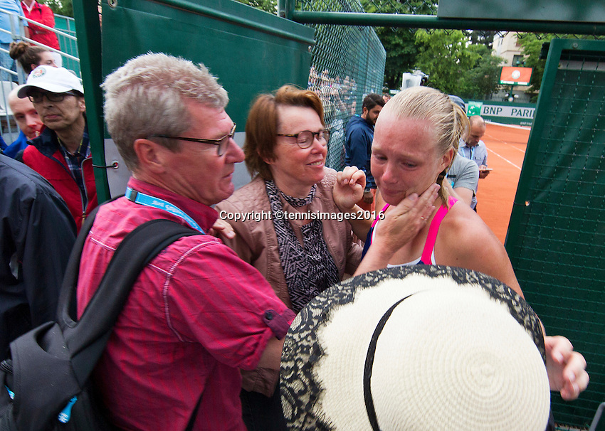 Paris, France, 28 June, 2016, Tennis, Roland Garros, Kiki Bertens (NED) defeated Daria Kasatkina (RUS) and emotionaly walks off the court and is comfort by her parents<br /> Photo: Henk Koster/tennisimages.com