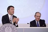 Roma, 15 Ottobre 2015<br /> Matteo Renzi e Pier Carlo Padoan<br /> Conferenza stampa a Palazzo Chigi al termine del Consiglio dei Ministri n°87