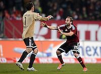 FUSSBALL   1. BUNDESLIGA  SAISON 2012/2013   12. Spieltag 1. FC Nuernberg - FC Bayern Muenchen      17.11.2012 Torwart Raphael Schaefer und Javier Pinola  (v. li., 1 FC Nuernberg)
