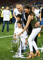 Calcio, finale di Champions League: Real Madrid vs Atletico Madrid. Stadio San Siro, Milano, 28 maggio 2016.<br /> Real Madrid's coach Zinedine Zidane and his family pose with the Champions League trophy at the end of the final match against Atletico Madrid, at Milan's San Siro stadium, 28 May 2016. Real Madrid won 5-4 on penalties after the game ended 1-1.<br /> UPDATE IMAGES PRESS/Isabella Bonotto