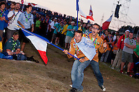 IST:s running and waving their nation-flags during the IST opening ceremony. Photo: Kim Rask/Scouterna