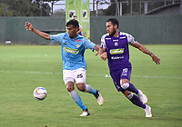 MONTERIA - COLOMBIA, 22-07-2018:  Juan Camilo Roa (Izq) jugador de Jaguares FC disputa el balón con Juan Pablo Nieto  (Der) jugador de Once Caldas durante partido por la fecha 1 de la Liga Águila II 2018 jugado en el estadio Municipal de Montería. / Juan Camilo Roa (L) player of Jaguares FC vies for the ball with Juan Pablo Nieto  (R) player of Once Caldas during a match for the date 1 of the Liga Aguila II 2018 at the Municipal de Monteria Stadium in Monteria city . Photo: VizzorImage / Andres Felipe Lopez / Cont