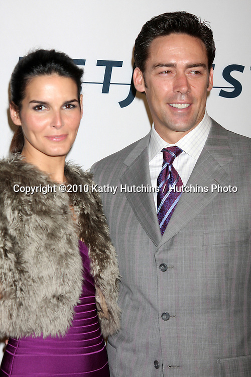 """Jason Sehorn & Angie Harmon.arriving at """"An Unforgetable Evening"""" benefiting EIF's Women's Cancer Research Fund 2010.Beverly Wilshire Hotel.Beverly Hills, CA.January 27, 2010.©2010 Kathy Hutchins / Hutchins Photo...."""