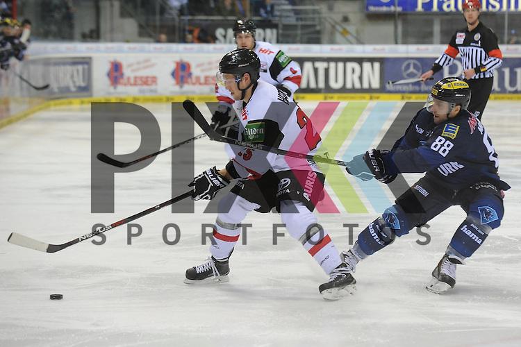 Koelns Patrick Hager (Nr.25) behauptet den Puck gegen&uuml;ber Ingolstadts Brandon McMillan (Nr.88)<br /> Am 07FEB16 fand in der Saturnarena das Spiel des ERC Ingolstadt vs. K&ouml;lner Haie statt. beim Spiel in der DEL, ERC Ingolstadt (blau) - Koelner Haie (weiss).<br /> <br /> Foto &copy; PIX-Sportfotos *** Foto ist honorarpflichtig! *** Auf Anfrage in hoeherer Qualitaet/Aufloesung. Belegexemplar erbeten. Veroeffentlichung ausschliesslich fuer journalistisch-publizistische Zwecke. For editorial use only.