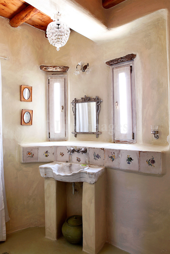 traditional bright bathroom