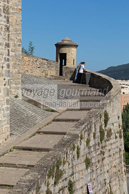 Espagne, Navarre, Pampelune,  Remparts de Pampelune, chemin de ronde //  Spain, Navarre, Pamplona: City Walls of Pamplona, City Wall promenade