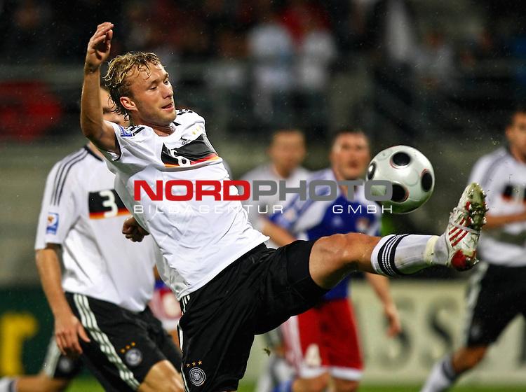 WM-Qualifikation 2010<br /> Lichtenstein : Deutschland<br /> <br /> Simon Rolfes (Deutschland #6)<br /> <br /> Foto &copy; nph (  nordphoto  )