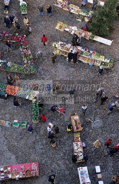 Europe/France/Auvergne/12/Aveyron/Villefranche-de-Rouergue: Le marché sur la place Notre-Dame - Vue depuis le clocher de la collégiale Notre-Dame