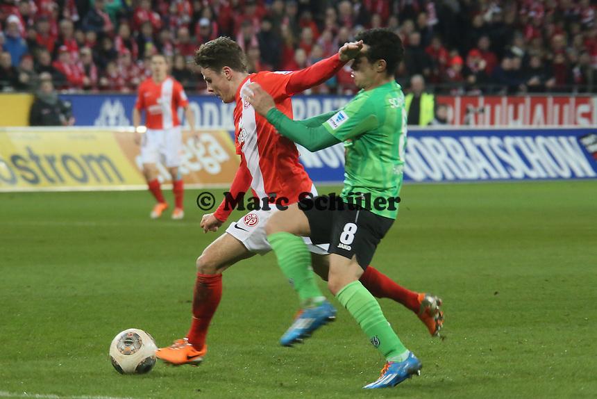Nikolai Mueller (Mainz) gegen Manuel Schmiedebach (Hannover) - 1. FSV Mainz 05 vs. Hannover 96, Coface Arena, 21. Spieltag