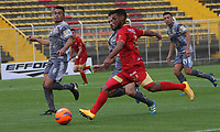 BOGOTA -COLOMBIA, 12-03-2017. Juan David Valencia player  of Rionegro  fights the ball  agaisnt  of Tigres FC  during match for the date 9 of the Aguila League I 2017 played at Metropolitano de Techo stadium . Photo:VizzorImage / Felipe Caicedo  / Staff
