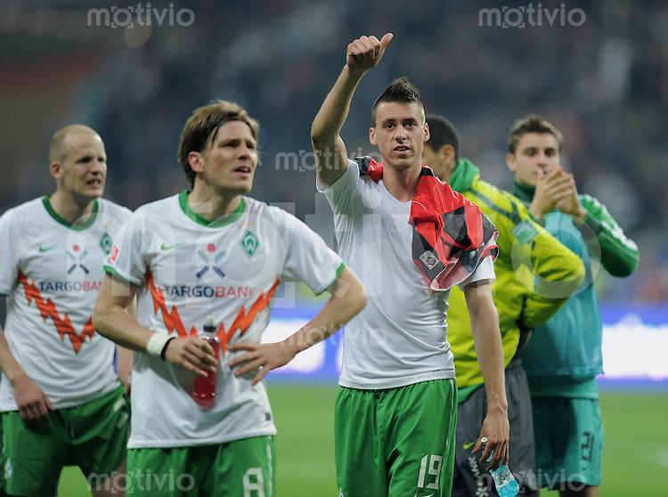 Fussball 1. Bundesliga :  Saison   2010/2011   29. Spieltag  08.04.2011 Eintracht Frankfurt - SV Werder Bremen Sandro Wagner (Mitte, SV Werder Bremen) nach Spielende