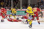 Marc Zanetti (Duesseldorfer EG, Nr. 51) und Mathias Niederberger (Duesseldorfer EG, Nr. 35) werfen sich in den Schuss beim Spiel in der DEL, Duesseldorfer EG (rot) - Krefeld Pinguine (gelb).<br /> <br /> Foto © PIX-Sportfotos *** Foto ist honorarpflichtig! *** Auf Anfrage in hoeherer Qualitaet/Aufloesung. Belegexemplar erbeten. Veroeffentlichung ausschliesslich fuer journalistisch-publizistische Zwecke. For editorial use only.