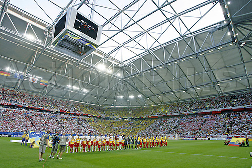 9 June 2006: Poland and Ecuador players line up before the Fifa World Cup Group A match between Poland and Ecuador played in Gelsenkirchen, Germany. Ecuador won the match 2-0 Photo: Neil Tingle/actionplus....060609 soccer football male man men pose team