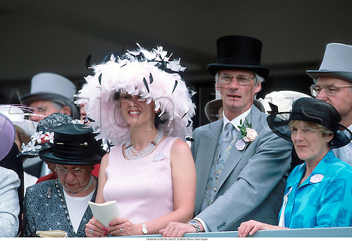FASHION at ROYAL ASCOT, 010620, Photo: Neil Tingle./Action Plus...2001.horse racing.spectators.0646.fashion.glamour.hat hats.summer dress dresses.outfit outfits.woman
