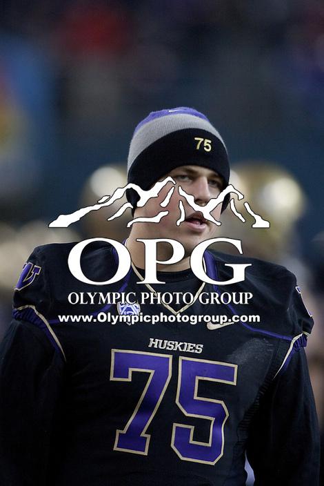 NOV 10, 2012:  Washington's Erik Kohler against Utah.  Washington defeated Utah  34-15 at CenturyLink Field in Seattle, WA...