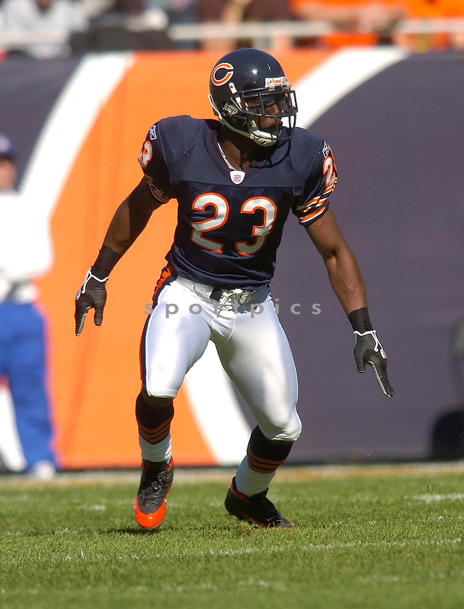 Jerry Azumah, of the Chicago Bears, in action against the Minnesota Vikings during their game on October 16, 2005...Bears win 28-3..Chris Bernacchi/SportPics
