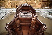 Rome@2013 - Basilica di Regina Coeli - Dettaglio del Pulpito in legno.<br /> Basilica of Ara Coeli - Detail of wooden pulpit.