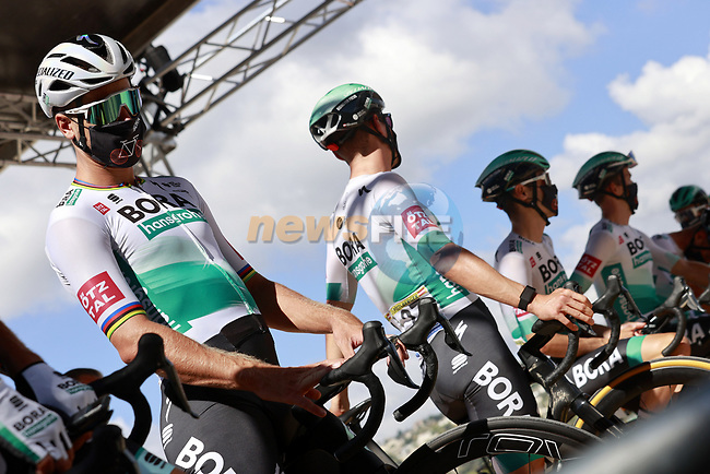 Peter Sagan (SVK) and Bora-Hansgrohe at sign on before the start of Stage 3 of Tour de France 2020, running 198km from Nice to Sisteron, France. 31st August 2020.<br /> Picture: Bora-Hansgrohe/BettiniPhoto | Cyclefile<br /> All photos usage must carry mandatory copyright credit (© Cyclefile | Bora-Hansgrohe/BettiniPhoto)