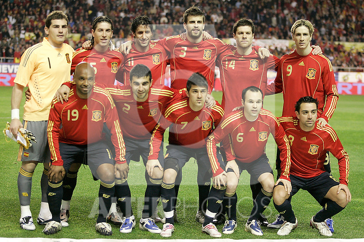 Spain´s  team photo up fltr Iker Casillas, Sergio Ramos, Joan Capdevila, Gerard Pique, Xabi Alonso and Fernando Torres. Down fltr Marcos Senna, Raul Albiol, David Villa, Andres Iniesta and Xavi Hernandez during an international friendly, February 11, 2009. (ALTERPHOTOS).