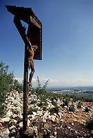 Medjugorie / Bosnia Erzegovina 1993<br /> Crocefisso sul Monte delle apparizioni, Podbrdo.<br /> Da quando è iniziata la guerra il turismo legato al luogo di fede si è interrotto.<br /> Foto Livio Senigalliesi