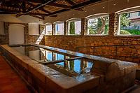 Frankreich, Provence-Alpes-Côte d'Azur, Mougins: Le Lavoir - Waschhaus von 1894 | France, Provence-Alpes-Côte d'Azur, Mougins: Le Lavoir - Wash house built 1894