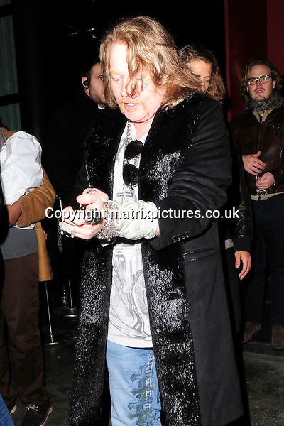 "NON EXCLUSIVE PICTURE: MATRIXPICTURES.CO.UK.PLEASE CREDIT ALL USES..WORLD RIGHTS..American ""Guns N' Roses"" rock singer-songwriter Axl Rose is spotted leaving London's Tonteria club at 2:45 am. ..APRIL 8th 2013..REF: ASI 132337"