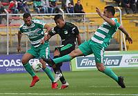 BOGOTÁ - COLOMBIA, 10-02-2019:John Edison Garcia (Der.) jugador de La Equidad  disputa el balón conDaniel Giraldo (Izq.) jugador del  Deportivo Cali durante partido por la fecha 4 de la Liga Águila I 2019 jugado en el estadio Metropolitano de Techo de la ciudad de Bogotá. /John Edison Garcia (R) player of La Equidad fights the ball  against of Daniel Giraldo (L) player of Deportivo Cali  during the match for the date 4 of the Liga Aguila I 2019 played at the Metropolitano de Techo  stadium in Bogota city. Photo: VizzorImage / Felipe Caicedo / Staff.