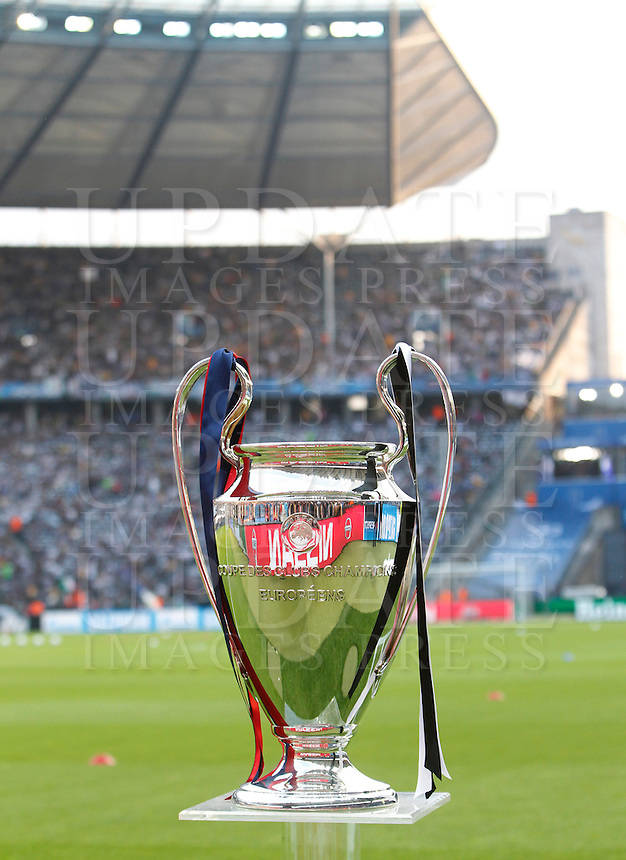 Calcio, finale di Champions League Juventus vs Barcellona all'Olympiastadion di Berlino, 6 giugno 2015.<br /> The Champions League trophy is seen prior to the start of the football final between Juventus Turin and FC Barcelona, at Berlin's Olympiastadion, 6 June 2015.<br /> UPDATE IMAGES PRESS/Isabella Bonotto