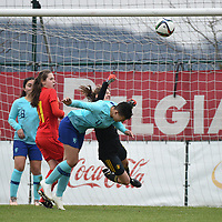 20190206 - TUBIZE , BELGIUM : Belgian Femke Schamp (goalkeeper) and Sien Vandersanden (11) with Dutch Samantha van diemen (4) and Ilham Abali (8) pictured during the friendly female soccer match between Women under 17 teams of  Belgium and The Netherlands , in Tubize , Belgium . Wednesday 6th February 2019 . PHOTO SPORTPIX.BE DIRK VUYLSTEKE