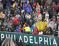 Fans im Lincoln Financial Field Philadelphia mit Regenschutz - 09.12.2019: Philadelphia Eagles vs. New York Giants, Monday Night Football, Lincoln Financial Field