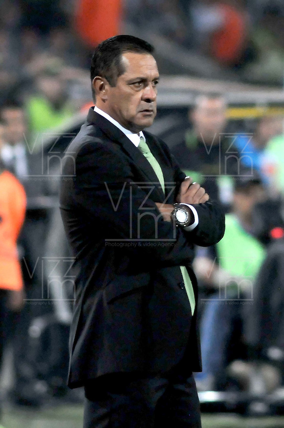 MEDELLIN -COLOMBIA. 02-04-2014. Pomiplio Paez técnico de Nacional durante el partido de vuelta entre Atletico Nacional  de Colombia y Gremio de Brasil  por la primera fase, grupo 6, de La Copa Bridgestone Libertadores de America  2014 disputado en el estadio Atanasio Girardot / Pompilio Paez coach of Nacional during the second leg match between Atletico Nacional  of Colombia and Gremio de Brasil  for the first phase, G6, of the Copa Libertadores de America Bridgestone 2014 played at Atanasio Girardot   stadium . Photo: VizzorImage / Luis Rios  / Stringer