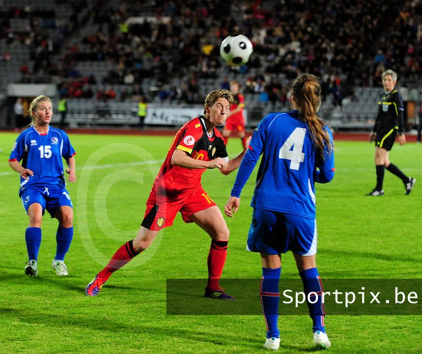 Iceland : UEFA Women's Euro Qualifying group stage (Group 3) - 21/09/2011 - 21:30CET (19:30 local time) - Laugardalsvöllur - Reykjavik : ICELAND (ijsland) - BELGIUM ( Belgie) : Aline Zeler met de kopbal voor Gudny Odinsdottir..foto DAVID CATRY / Vrouwenteam.be