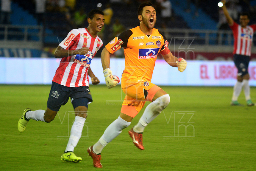 BARRANQUILLA - COLOMBIA, 25-08-2018: Sebastián Viera guardameta de Atlético Junior corre a celebrar el gol anotado a Deportivo Independiente Medellín durante partido de la fecha 6 entre Atlético Junior y Deportivo Independiente Medellín por la Liga Aguila II 2018, jugado en el estadio Metropolitano Roberto Meléndez de la ciudad de Barranquilla. / Sebastián Viera, goalkeeper of Atletico Junior run to celebrates a scored goal to Deportivo Independiente Medellin during a match of the of the 6th date between Atletico Junior and Deportivo Independiente Medellin for the Liga Aguila II 2018 at the Metropolitano Roberto Melendez stadium in Barranquilla city, Photo: VizzorImage  / Alfonso Cervantes / Cont.