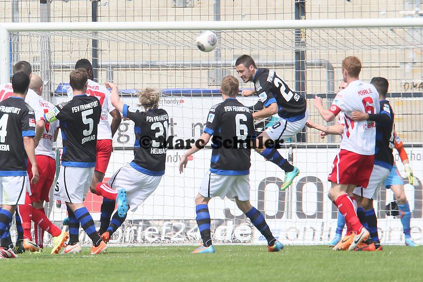 Mathew Leckie (FSV) klaert - FSV Frankfurt vs. FC Energie Cottbus, Frankfurter Volksbank Stadion