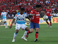 MEDELLÍN- COLOMBIA, 16-12-2018. German Cano (Der.)  jugador del Independiente Medellín disputa el balón con Rafael Perez(Izq.) jugador del Atlético Junior  durante partido por la final  de la Liga Águila II 2018 jugado en el Estadio Atanasio Girardot de la ciudad de Medellín. /German Cano (R) player of Independiente Medellin fights the ball agaisnt of Rafael Perez (L) player of Atletico Junior  during the final  match of the Liga Águila II 2018 played at the Atanasio Girardot Stadium in the city of Medellín. . Photo: VizzorImage / Felipe Caicedo / Staff