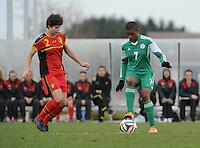 U17 : Belgian Red Flames - Nigeria <br /> <br /> Isabelle Iliano (L) probeert de bal af te nemen van Vivian Ikechukwu  (R)<br /> <br /> foto Dirk Vuylsteke / Nikonpro.be
