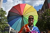 MEDELLÍN -COLOMBIA. 01-07-2018: Participantes de la Marcha LGBTI 2018 se congregaron en el centro de Medellín, Colombia, hoy 01 de julio de 2018. / Participants march in the Gay Pride Parade 2018 on July 01, 2018 at Medellin, Colombia streets. Photo: VizzorImage/ León Monsalve / Cont