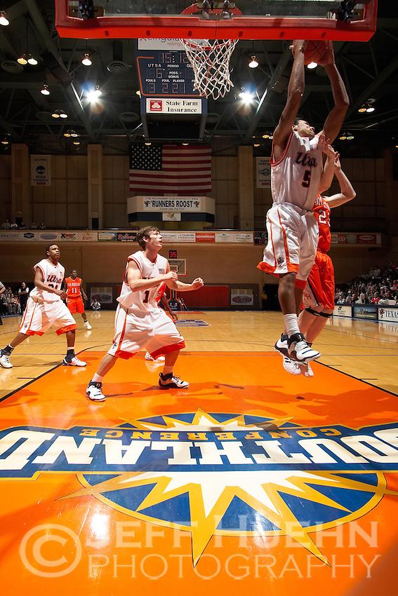 SAN ANTONIO, TX - MARCH 1, 2007: The Sam Houston State University Bearkats vs. The University of Texas at San Antonio Roadrunners Men's Basketball at the UTSA Convocation Center. (Photo by Jeff Huehn)