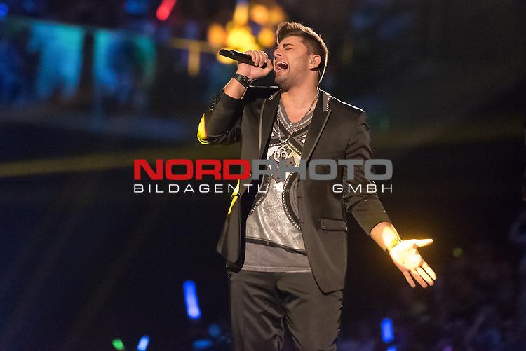 16.05.2015, &Ouml;VB-Arena, Bremen, GER, DSDS sucht den Superstar _ Finale 2015, im Bild<br /> <br /> <br /> Severino Seeger (27 When I Was Your Man &ndash; Bruno Mars )<br /> <br /> Foto &copy; nordphoto / Kokenge