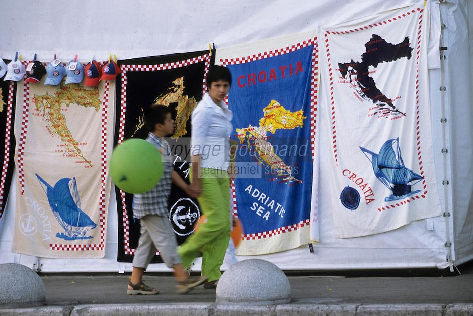 Europe/Croatie/Dalmatie/Split: Sur le boulevard du port serviette de bain pour les  touristes