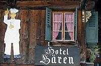 """Europe/Suisse/Saanenland/Gsteig: Détail fenetre du vieil hôtel """"Barren"""""""