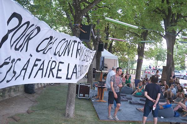 Grève des intermittents<br /> <br /> Cadre : Festival Uzes danse 2014<br /> Ville : Uzes<br /> Date : 13/06/2014