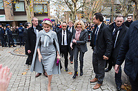 Le Président français Emmanuel Macron, Brigitte Macron, le roi Philippe de Belgique, la reine Mathilde de Belgique et le premier ministre belge Charles Michel font un bain de foule dans la ville estudiantine de Louvain-la-Neuve, lors d'une visite d'état en Belgique.<br /> Belgique, Louvain-la-Neuve , 20 novembre 2018.<br /> French President Emmanuel Macron, his wife Brigitte Macron, King Philippe of Belgium, Queen Mathilde of Belgium and Prime Minister Charles Michel meet with students of thé city of  Louvain-la-Neuve , during a State Visit to Belgium.<br /> Belgium, Louvain-la-Neuve, 20 November 2018.