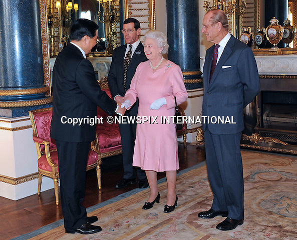 "THE QUEEN AND DUKE OF EDINBURGH  MEET HU JINTAO, PRESIDENT OF CHINA.The Queen met G20 Summit world leaders at a reception at Buckingham Palace, London_01/04/2009..Photo Distributed by : Newspix International..**ALL FEES PAYABLE TO: ""NEWSPIX INTERNATIONAL""**..PHOTO CREDIT MANDATORY!!: NEWSPIX INTERNATIONAL(Failure to credit will incur a surcharge of 100% of reproduction fees)..IMMEDIATE CONFIRMATION OF USAGE REQUIRED:.Newspix International, 31 Chinnery Hill, Bishop's Stortford, ENGLAND CM23 3PS.Tel:+441279 324672  ; Fax: +441279656877.Mobile:  0777568 1153.e-mail: info@newspixinternational.co.uk"